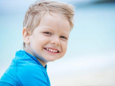 niño sonriendo en clinica euroden